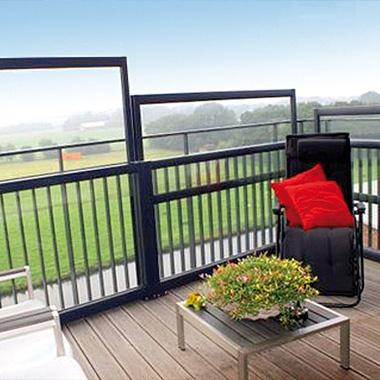 Windschermen op het balkon